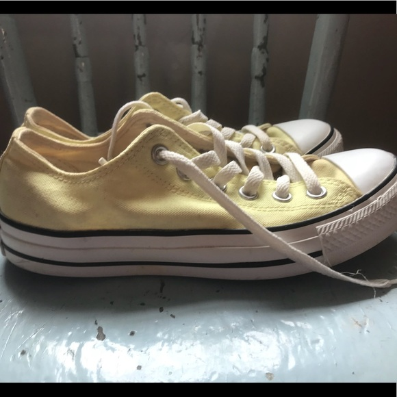 Converse Pale Yellow Classic Chuck Low